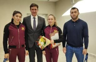 Министр спорта чествовал спортсменов Академии борьбы